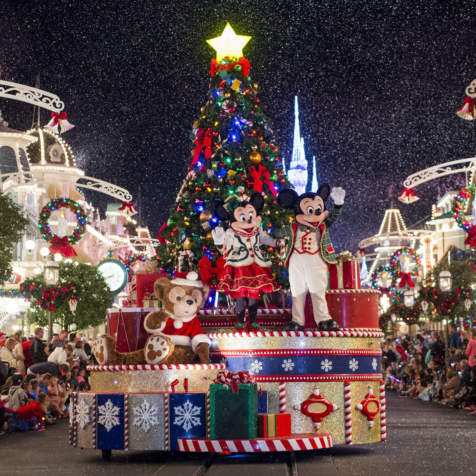 Hollywood Christmas Parade 2019.December At Disney World Weather And Event Guide