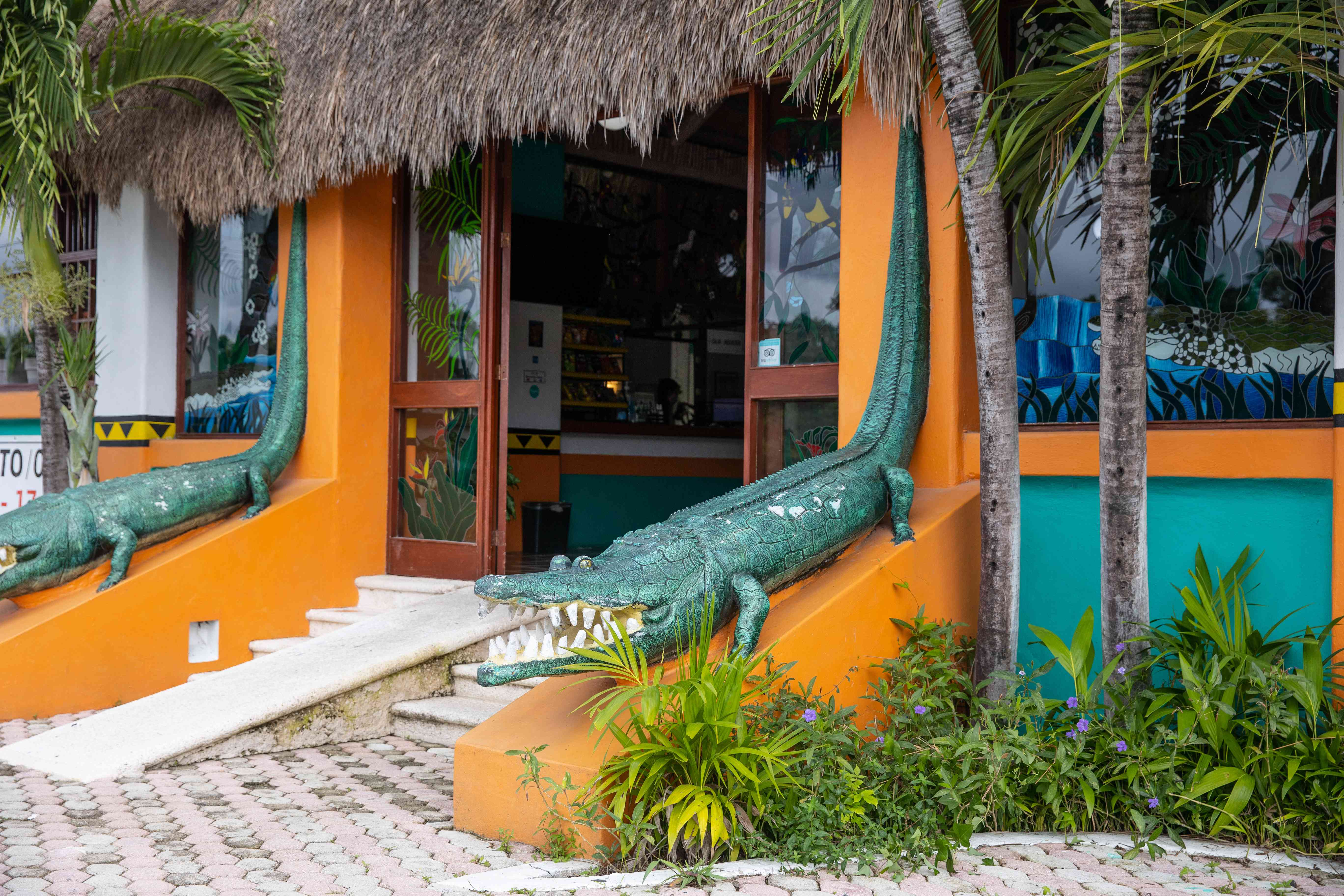 Alligator statues at Croco Cun Zoo