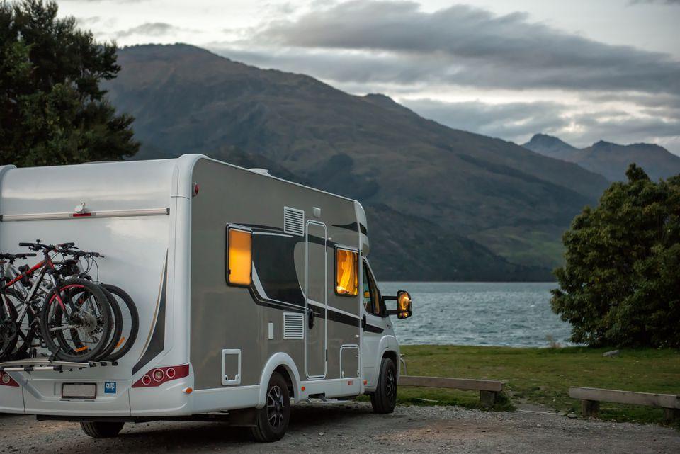 RV caravana sobre una vista