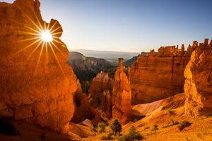 Sunrise over Thor's Hammer Hoodoo at Bryce Canyon National Park