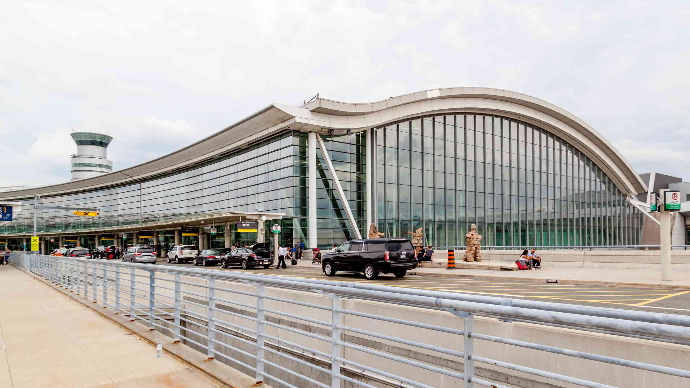 Exterior view of Toronto Pearson Airport in Toronto