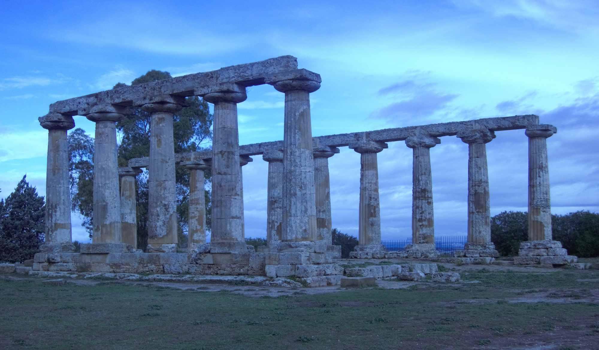 Metaponto greek temple photo