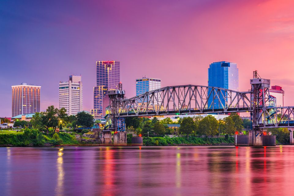 Little Rock, Arkansas, USA skyline on the river at twilight