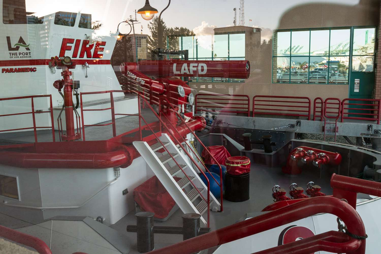 El moderno barco de bomberos # 2 en la estación de bomberos 112 en San Pedro