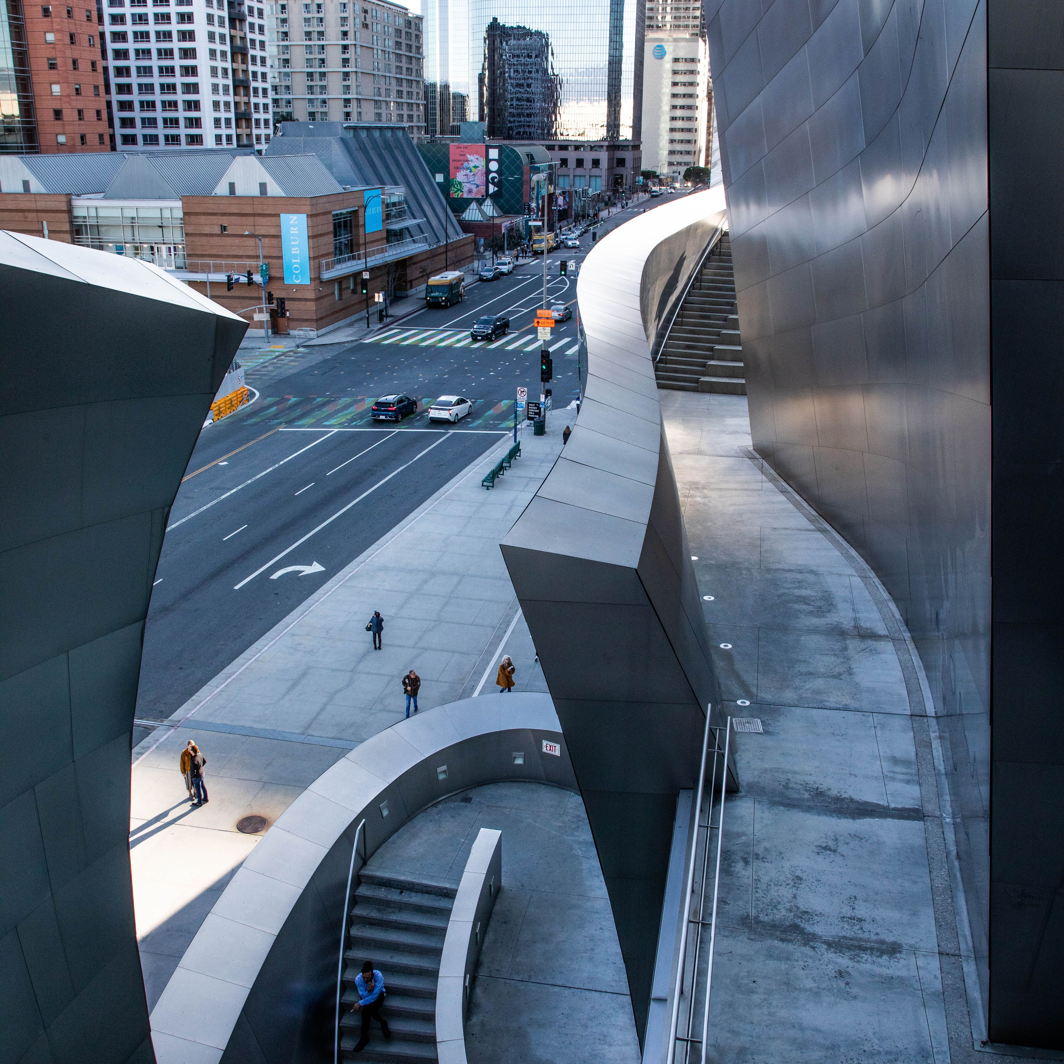 people walking along the stairs of the walt disney concert hall