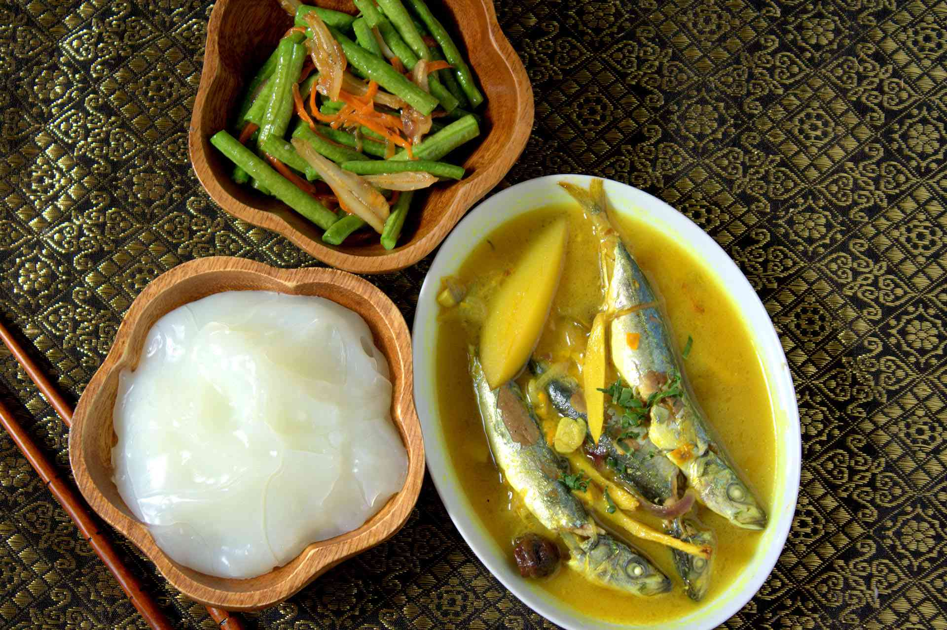Ambuyat with other foods, Borneo