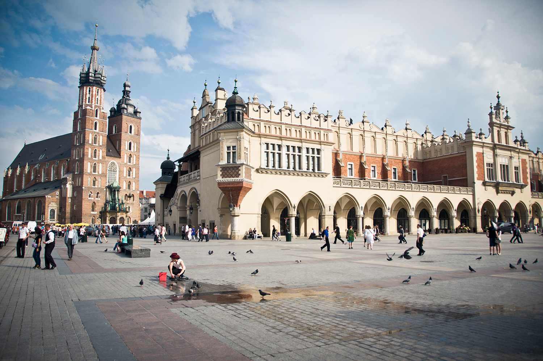 Arquitectura asombrosa en una de las plazas principales de Cracovia en Polonia