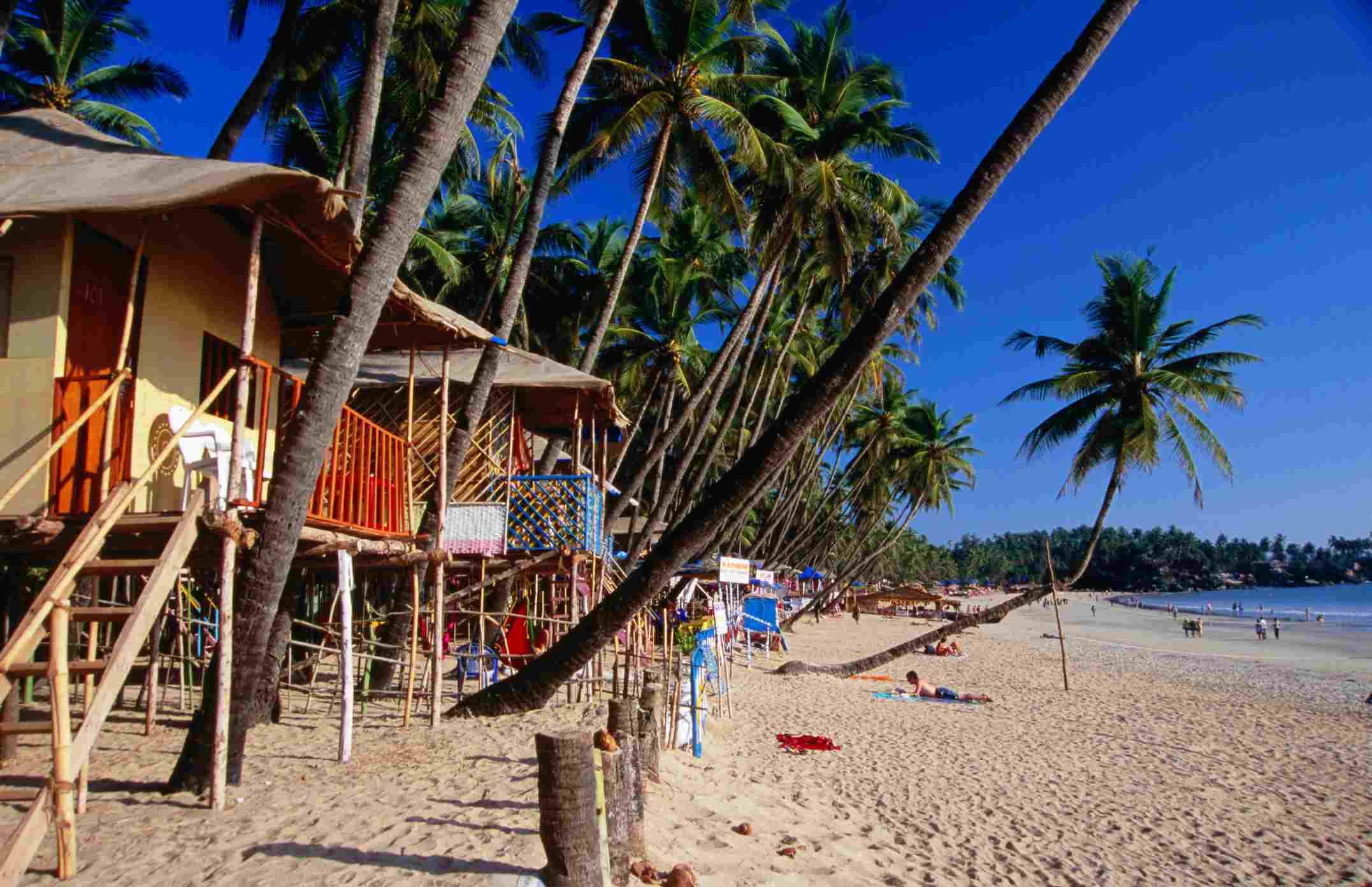 Chozas en la playa de Palolem, sur de Goa