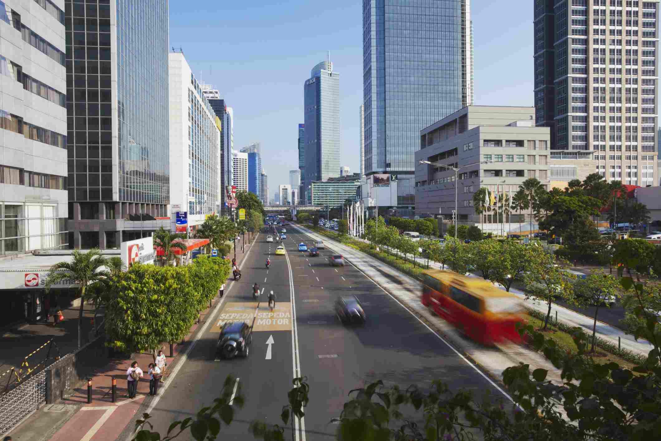 Indonesia, Java, Yakarta, Tráfico en Jalan Thamsin