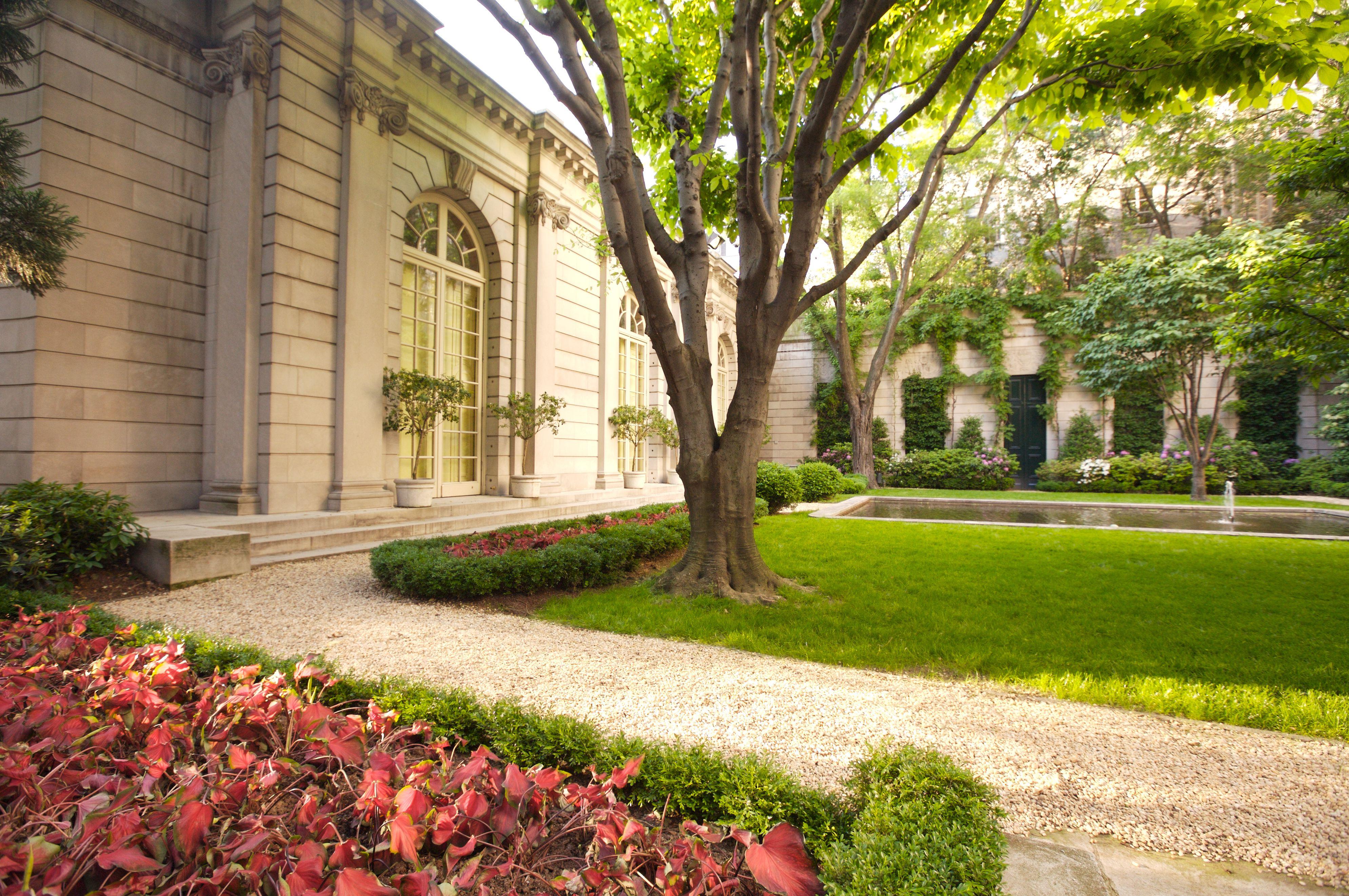 El jardín del patio de la Colección Frick