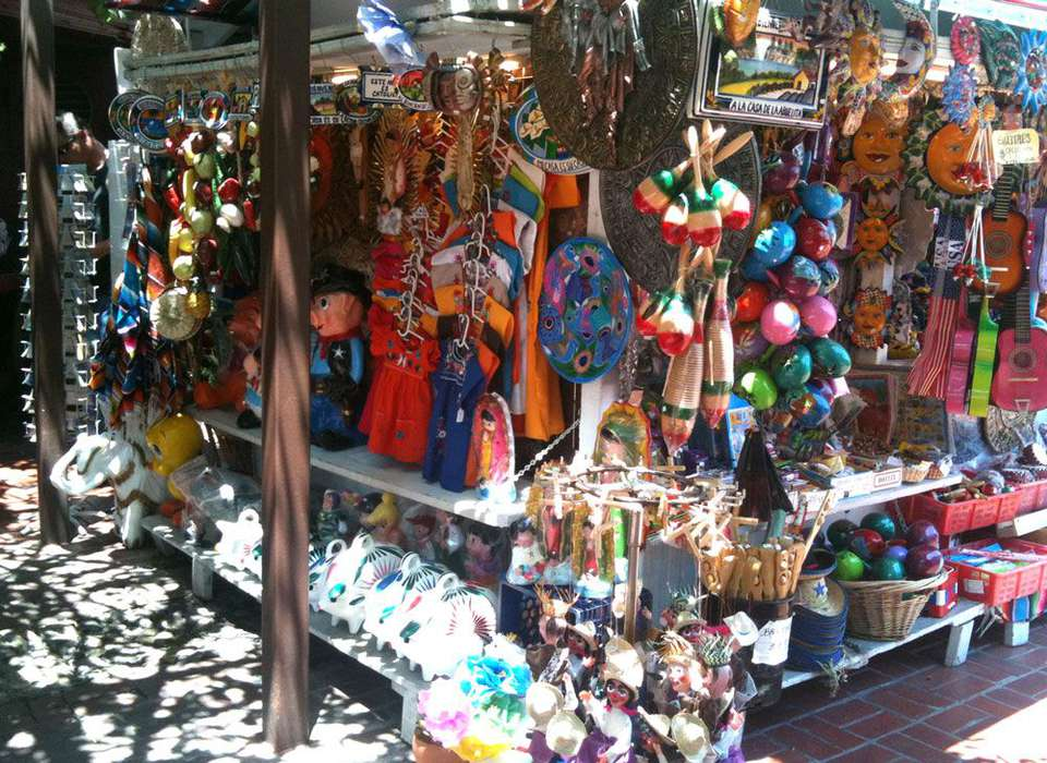 Olvera Street store selling items in Los Angeles