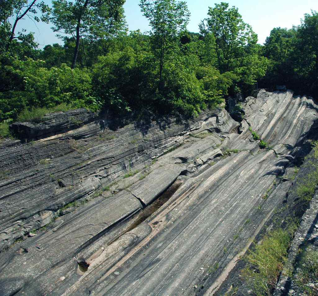 Glacial Grooves State Park