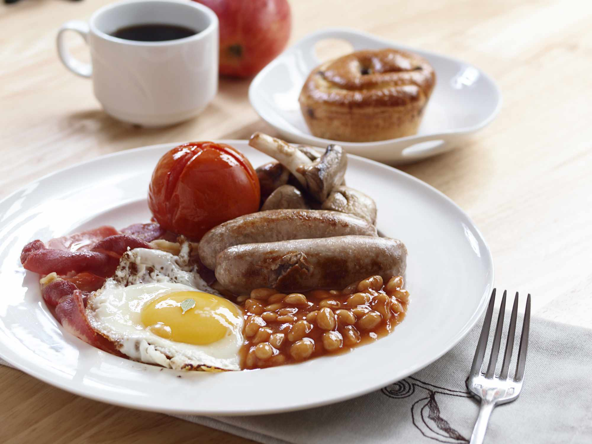English Breakfast of eggs, sausages, bacon, tomato, beans and mushrooms.