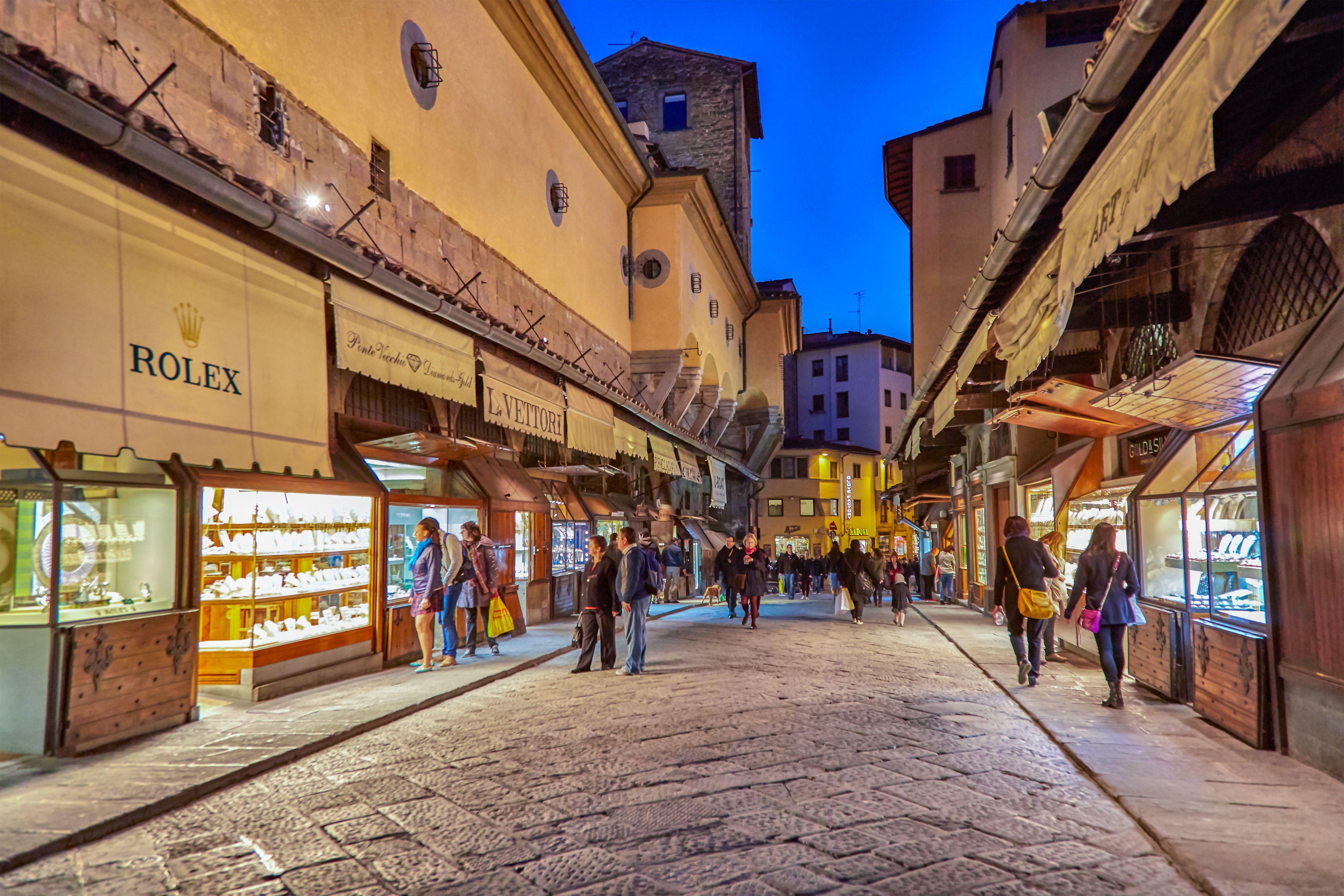 Jewellery shops at Ponte Vecchio over Arno River