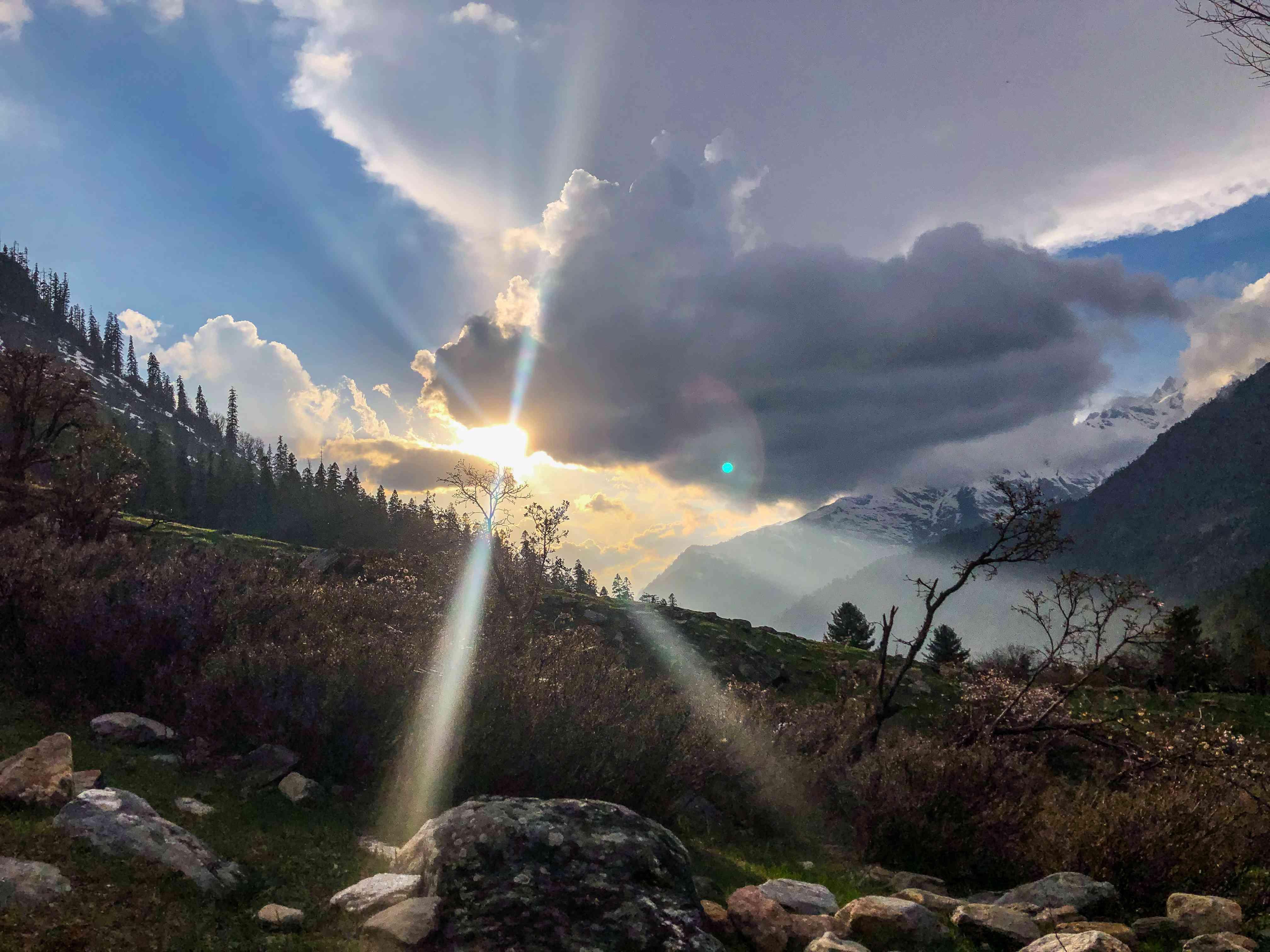 Beautiful sunrise view kheerganga mountains Uttarakhand india