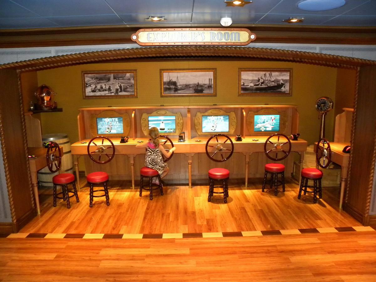 Disney Dream - Oceaneer Lab Experiment Station