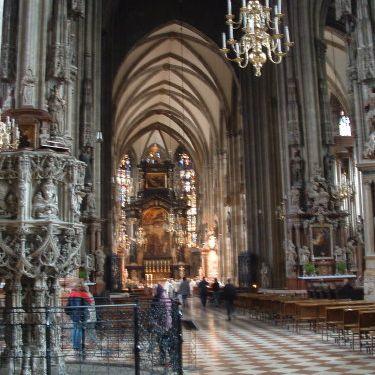 Dentro de la Catedral de San Esteban en Viena