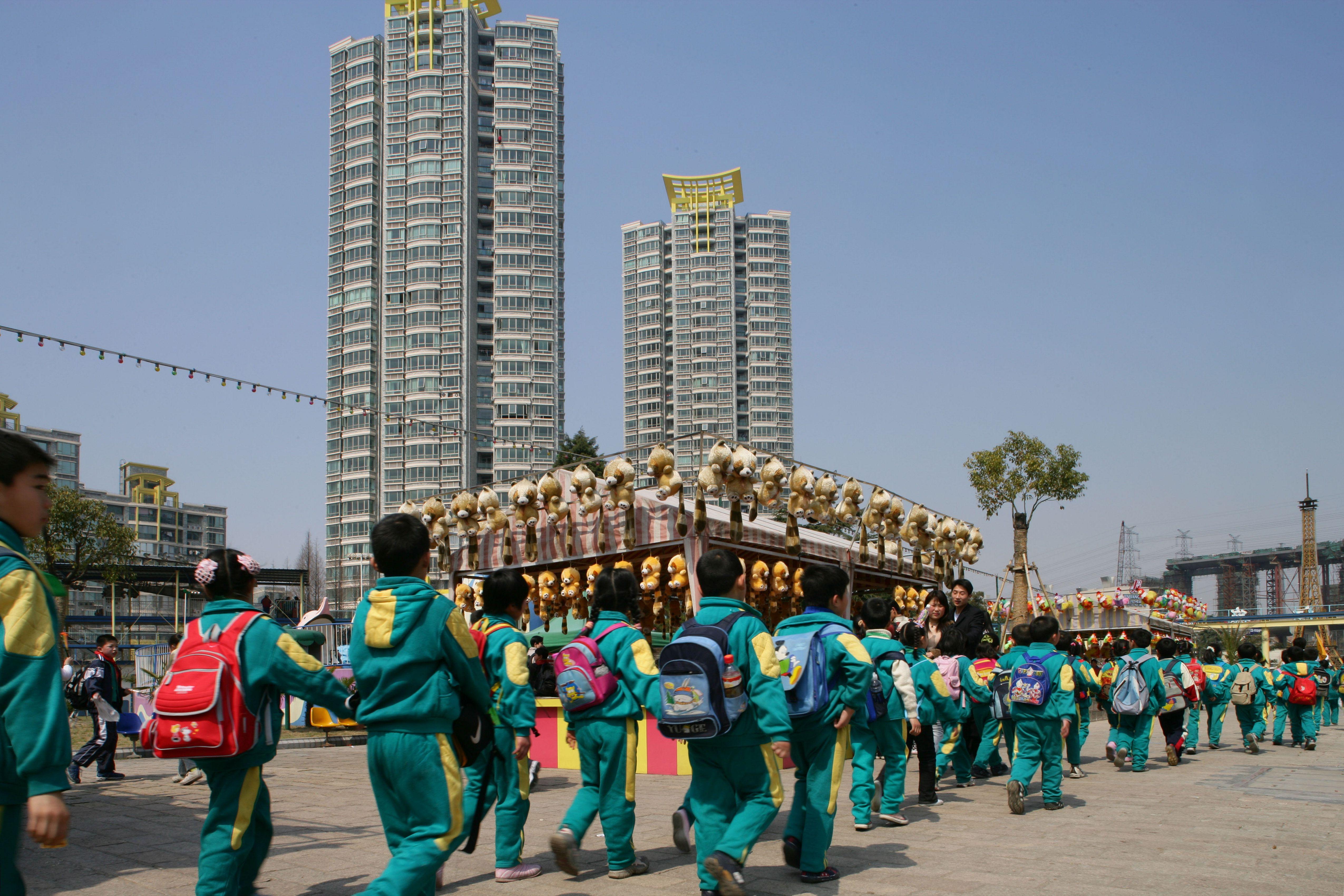 JinJiang Amusement Center, school class, fun park, excursion, row