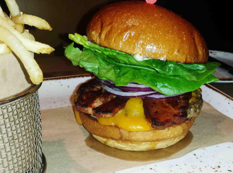 dellas burger