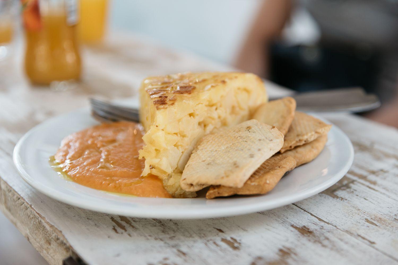 Salmorejo and tortilla
