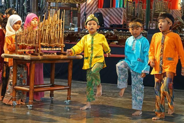 Performance at Saung Angklung Udjo, Bandung, Indonesia
