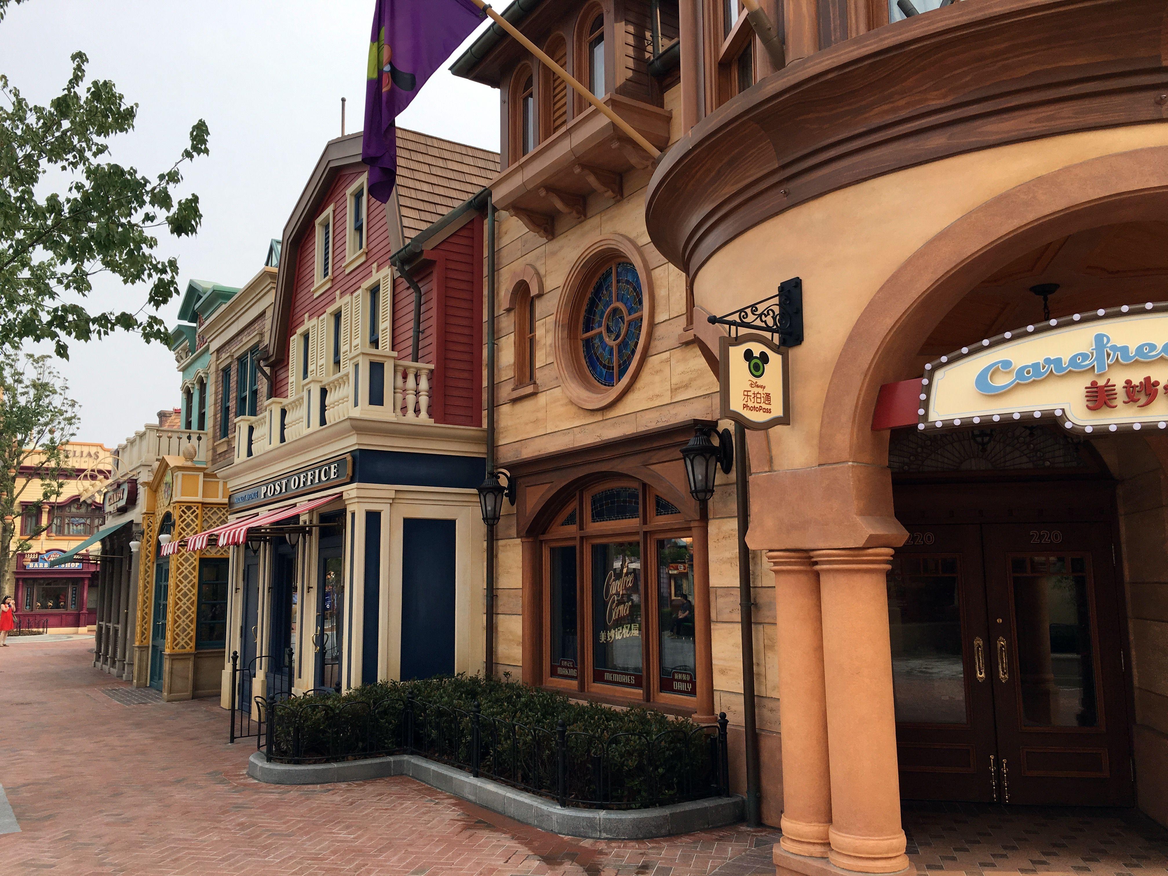 Shanghai Disneyland Mickey Avenue