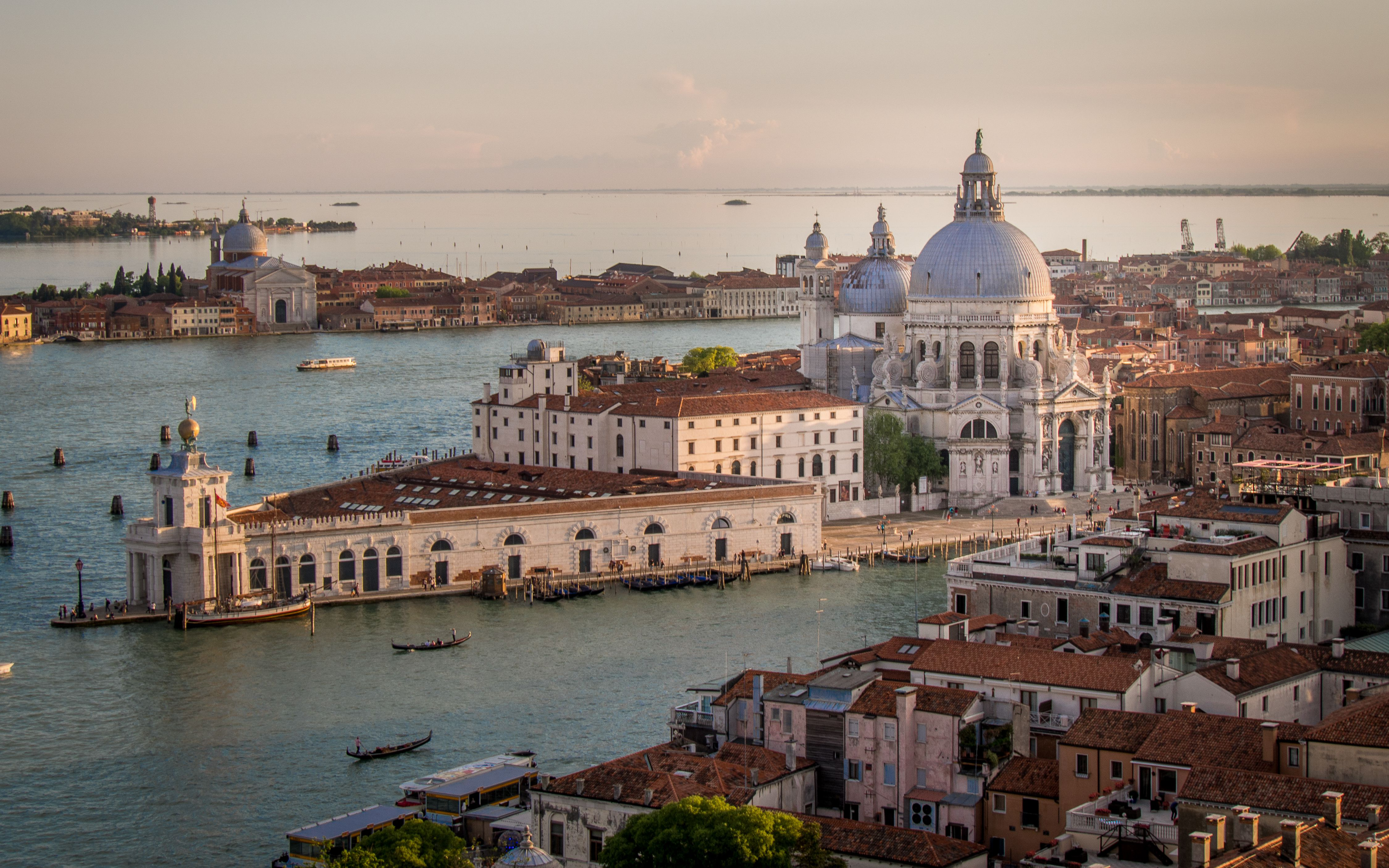 Top italian islands to visit from venice for Family motors santa maria ca