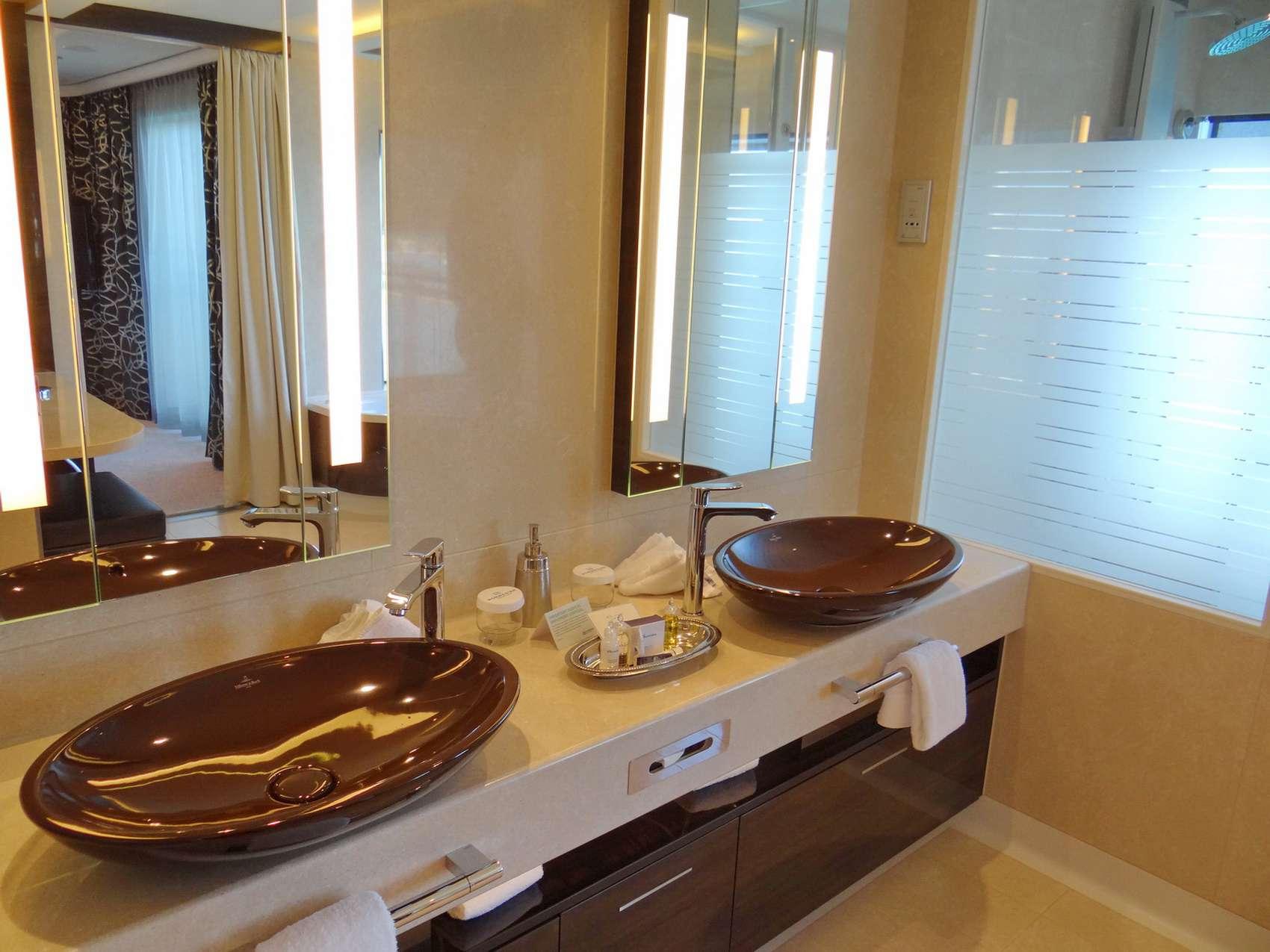 Bathroom in the deluxe owner's suite at The Haven on the Norwegian Getaway