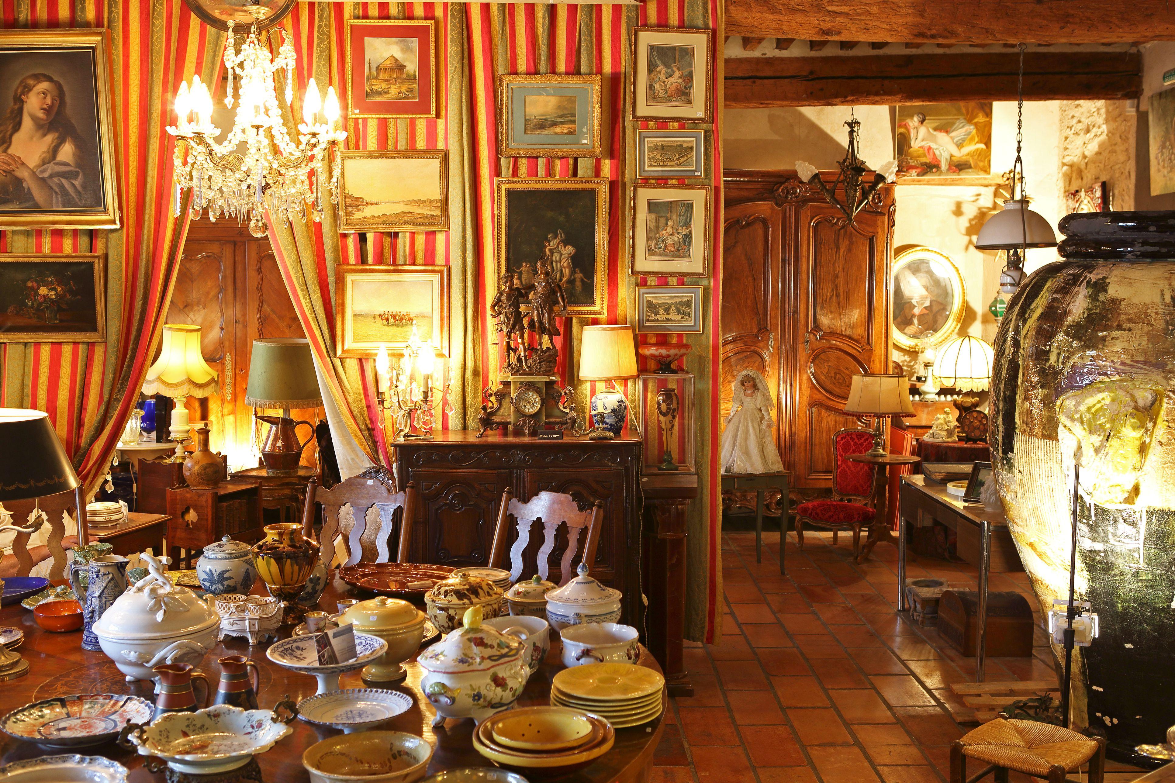 Antique shop, L'Isle-sur-la-Sorgue, Vaucluse, Provence