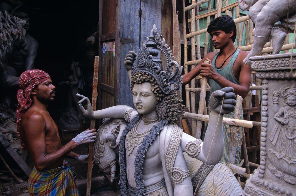 Preparación para el festival Durga Puja en Kolkata