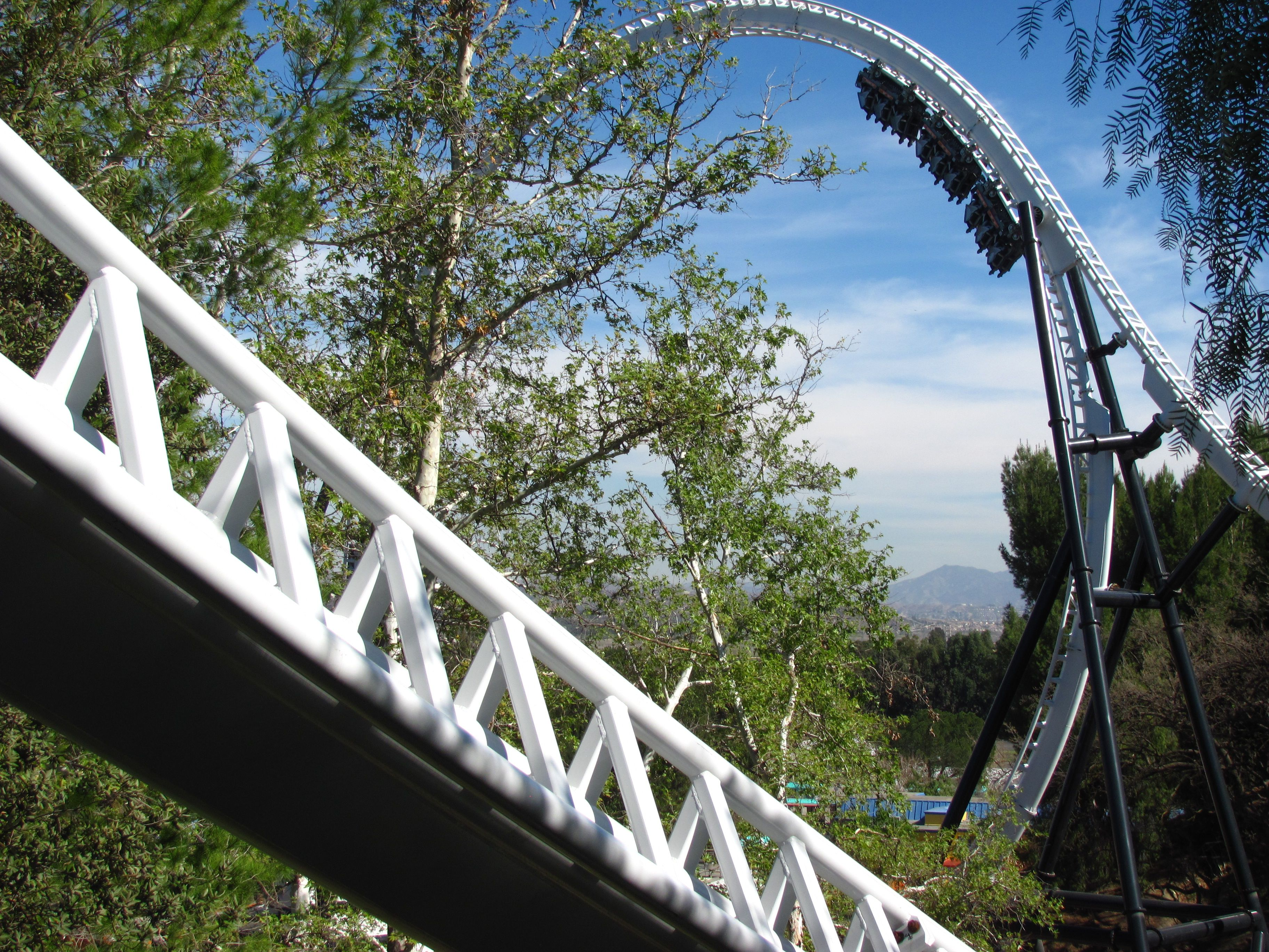Montaña rusa a todo gas en Six Flags Magic Mountain
