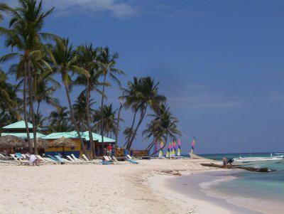 Playa en el Club Med Punta Cana. Foto © Teresa Plowright.