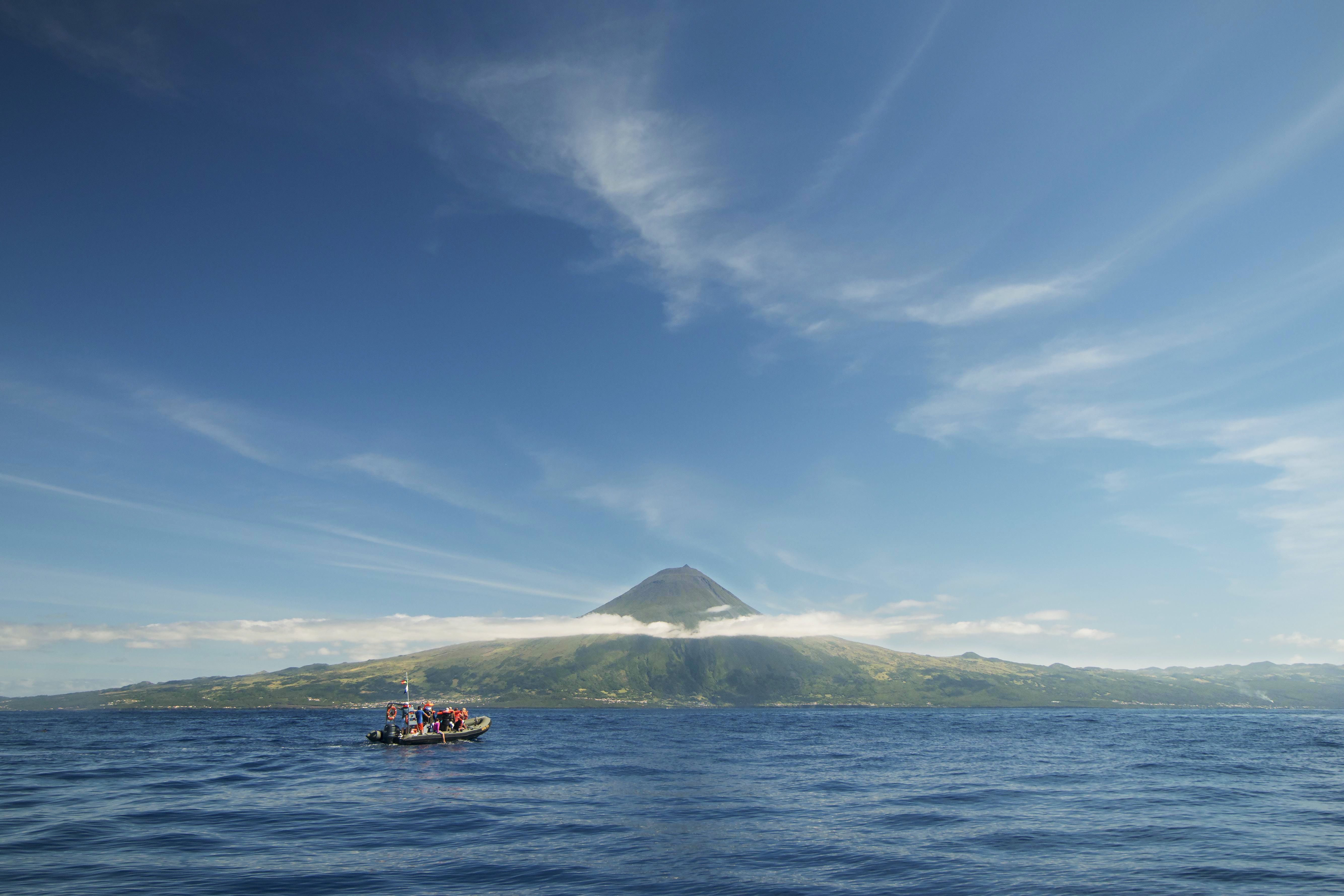 A raft of people approaching Pico Island