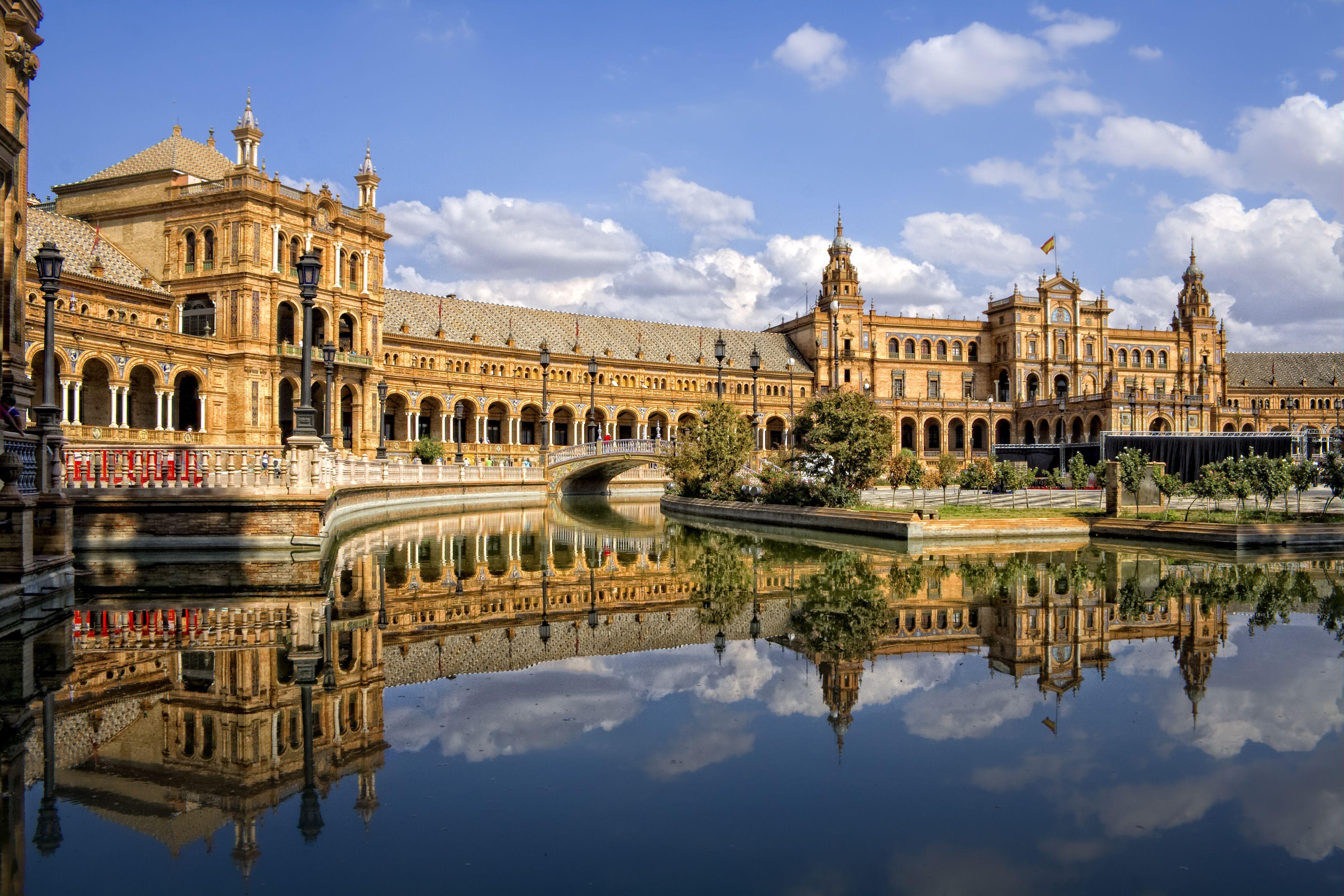 Plaza de España, magical reflection