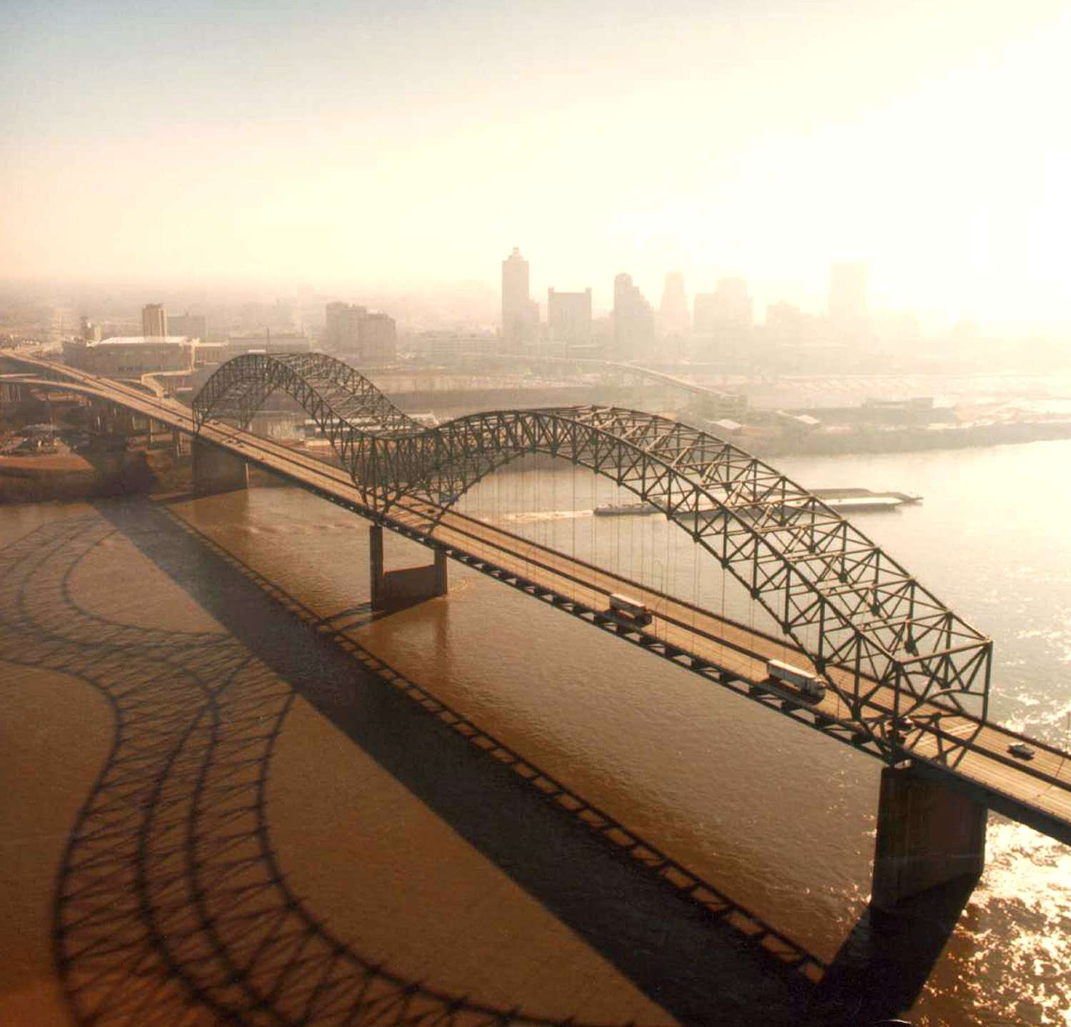 Aerial view of the Hernando de Soto Bridge across the Mississippi River between Memphis, Tennessee and West Memphis, Arkansas, USA.