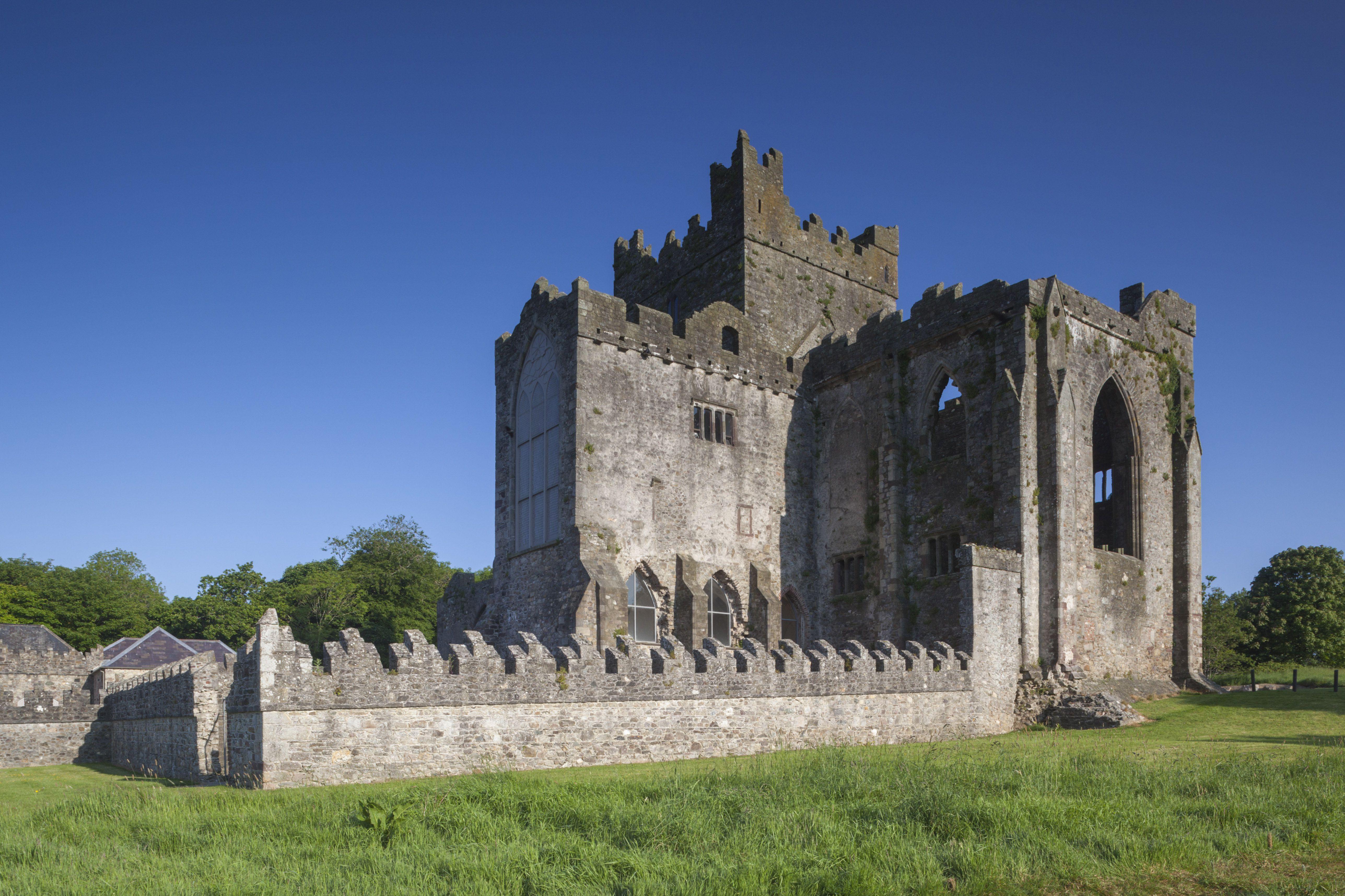 Ireland, County Wexford, Hook Peninsula, Saltmills, Tintern Abbey, 13th century