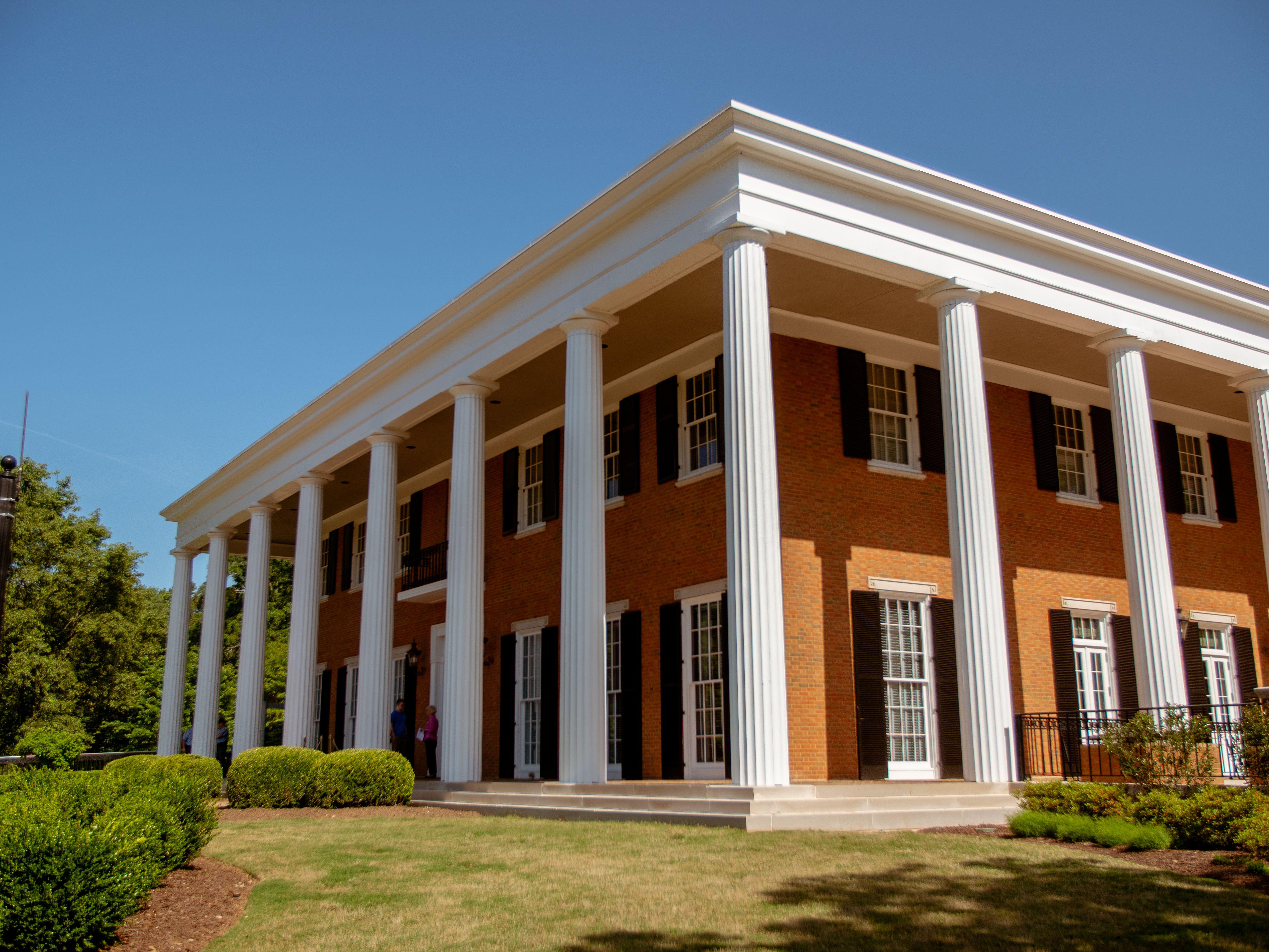 exterior de la mansión del gobernador