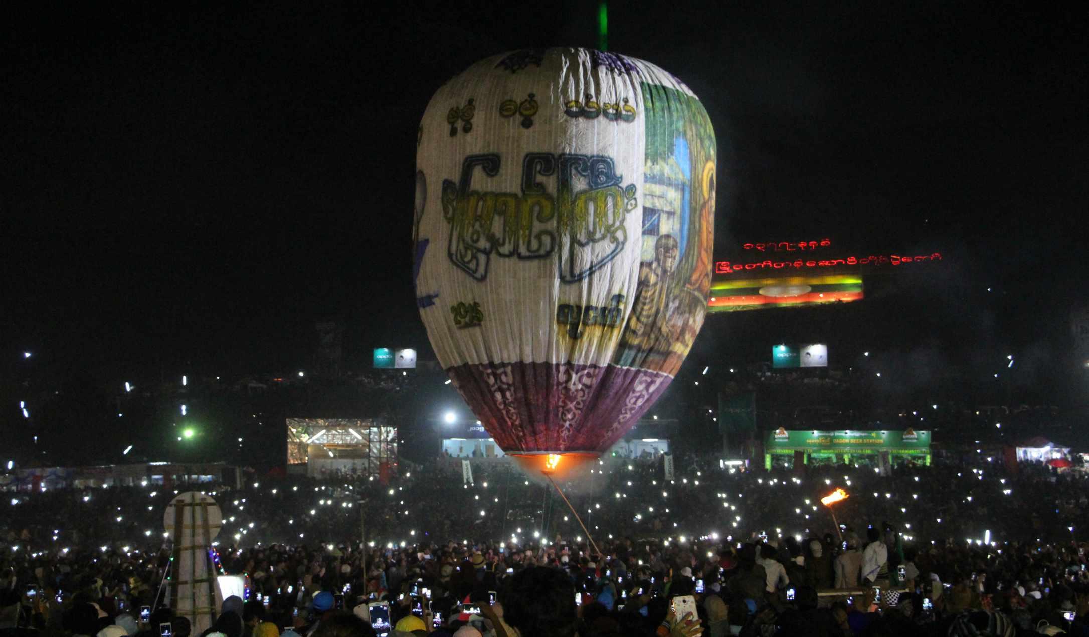 Hot air balloon in Taunggyi