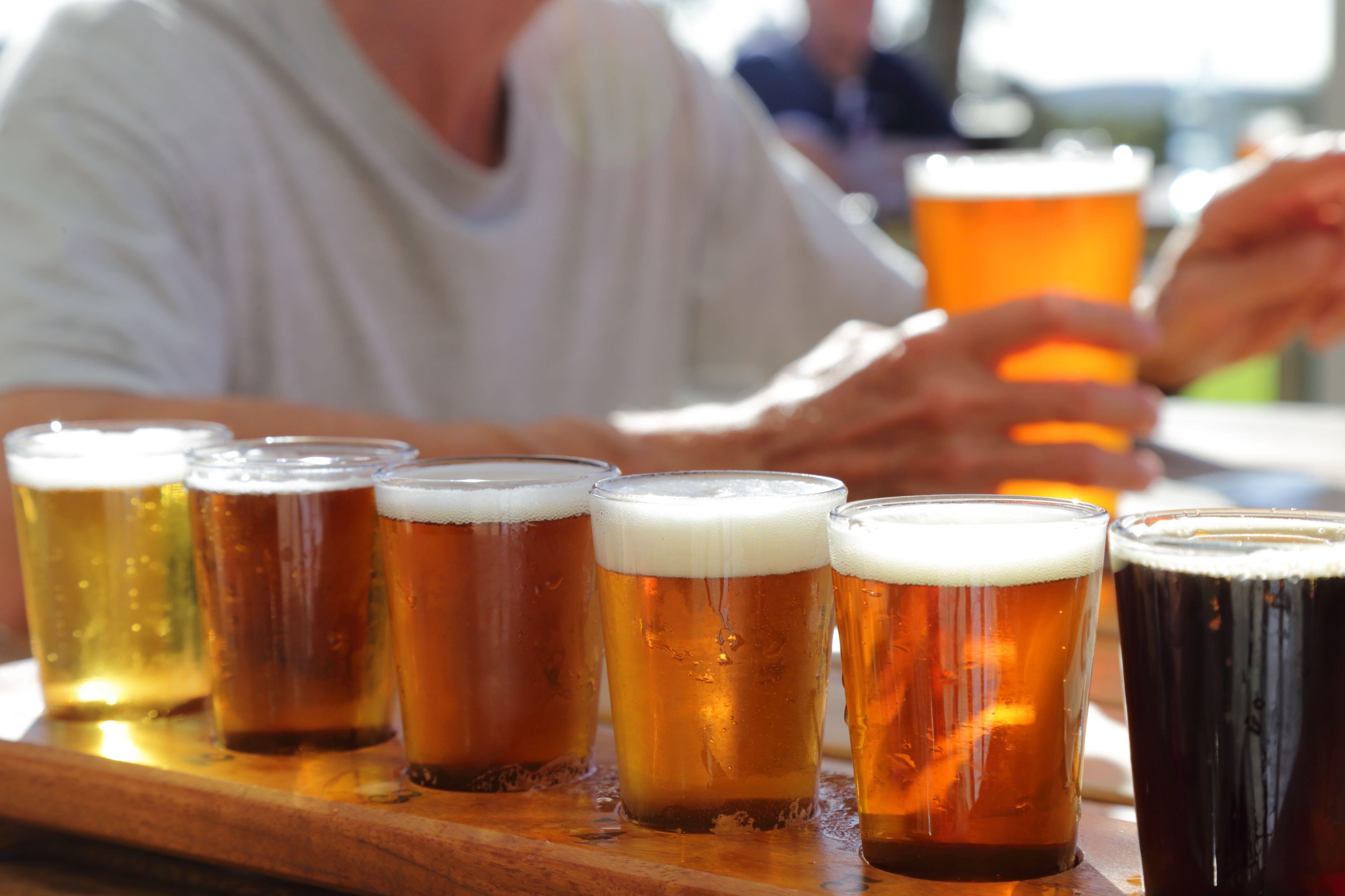muchas pintas de cervezas
