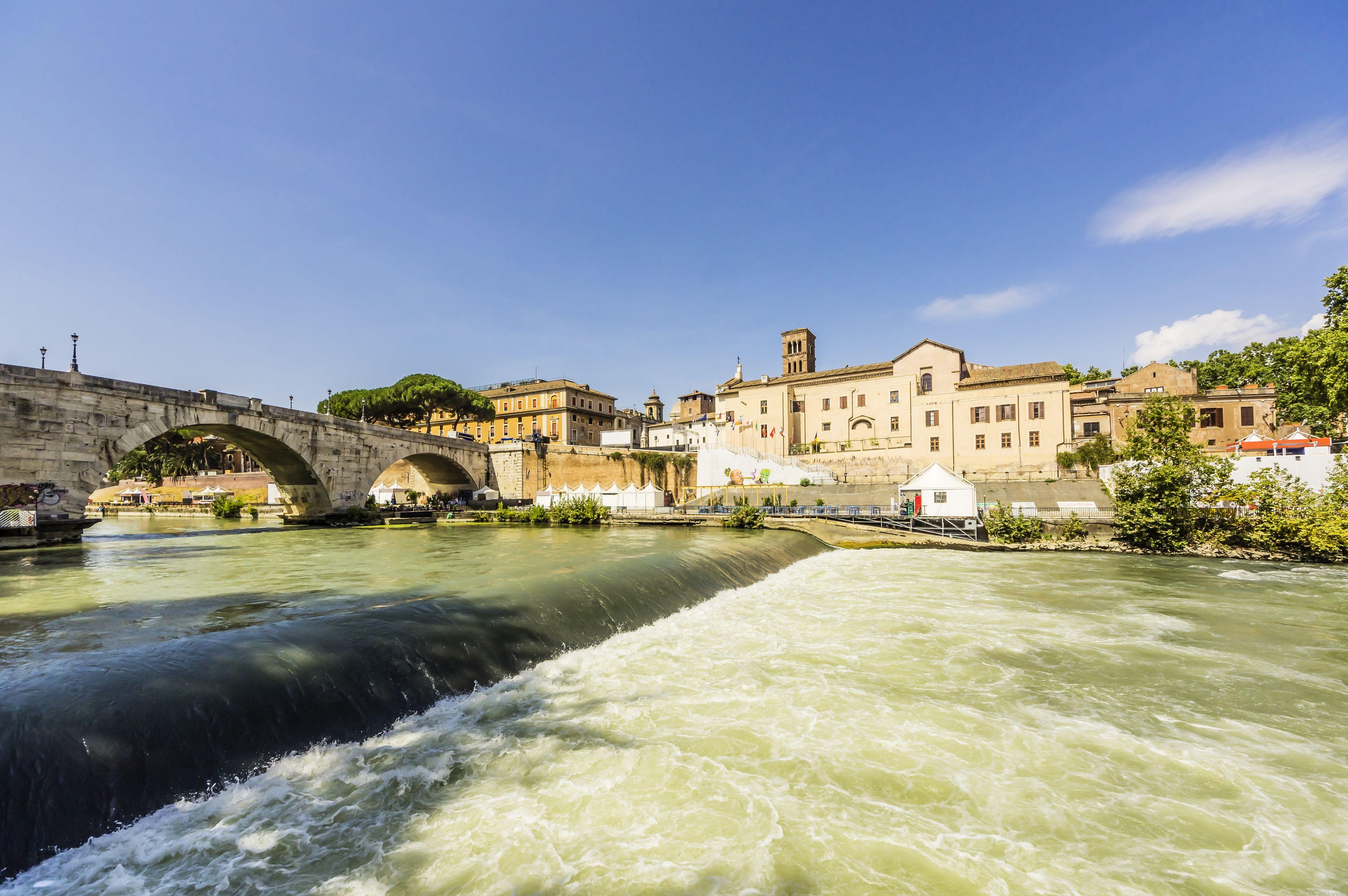 Italy, Rome, view to Ponte Cestio over Tiber river and Tiber Island