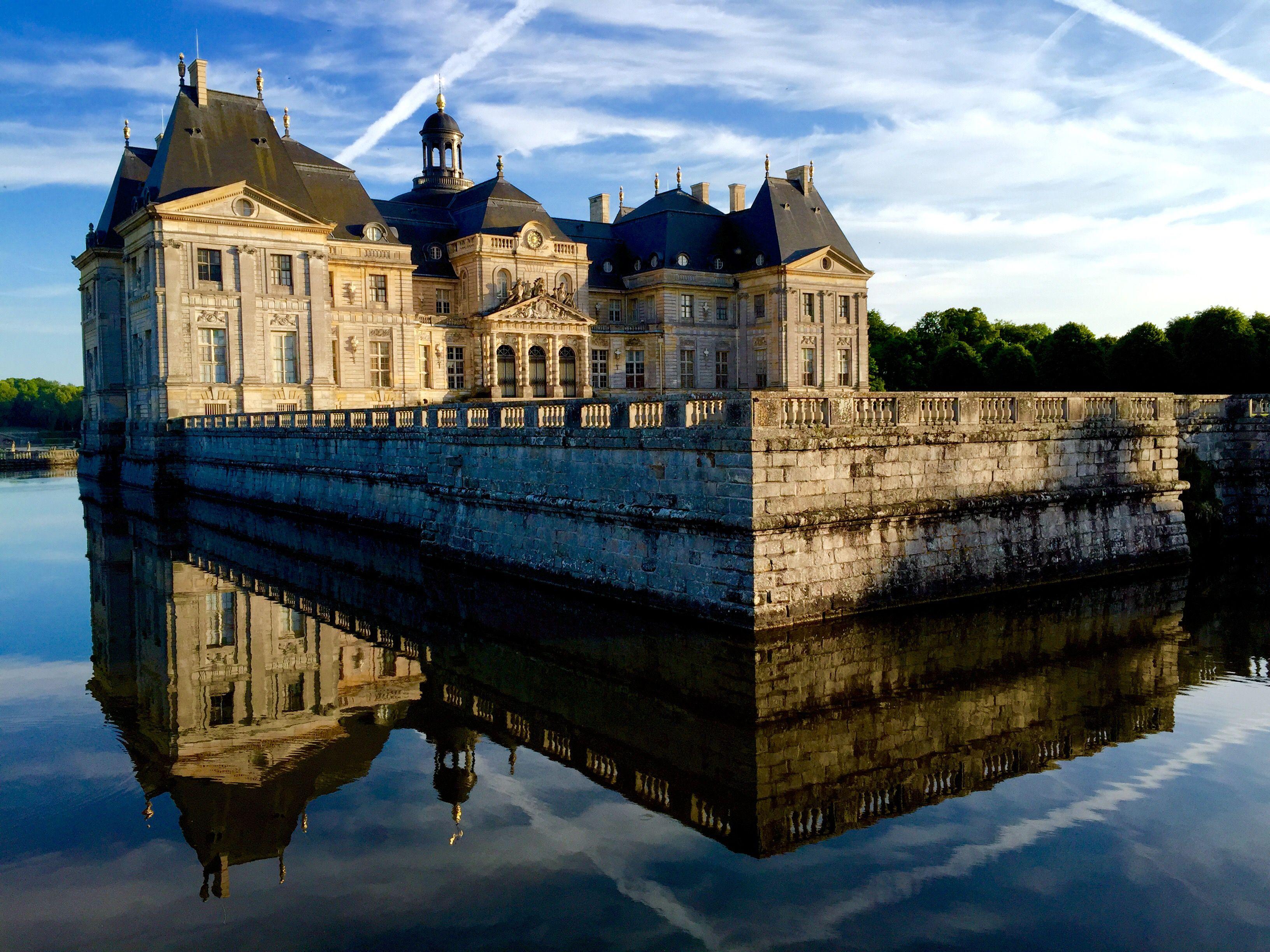 Chateau De Vaux-le-Vicomte sits along the water.