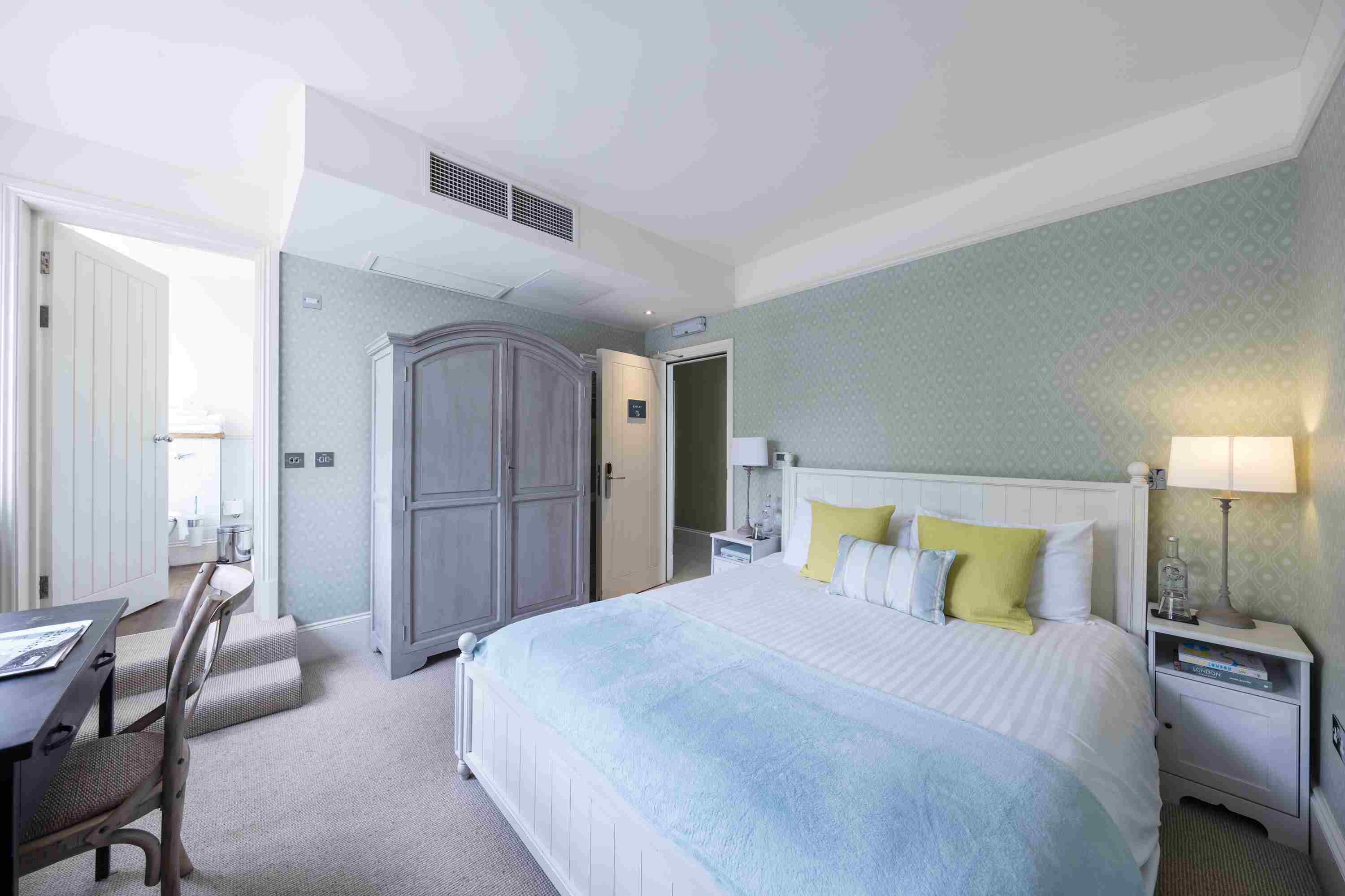 Guest room at the Malt House in Fulham
