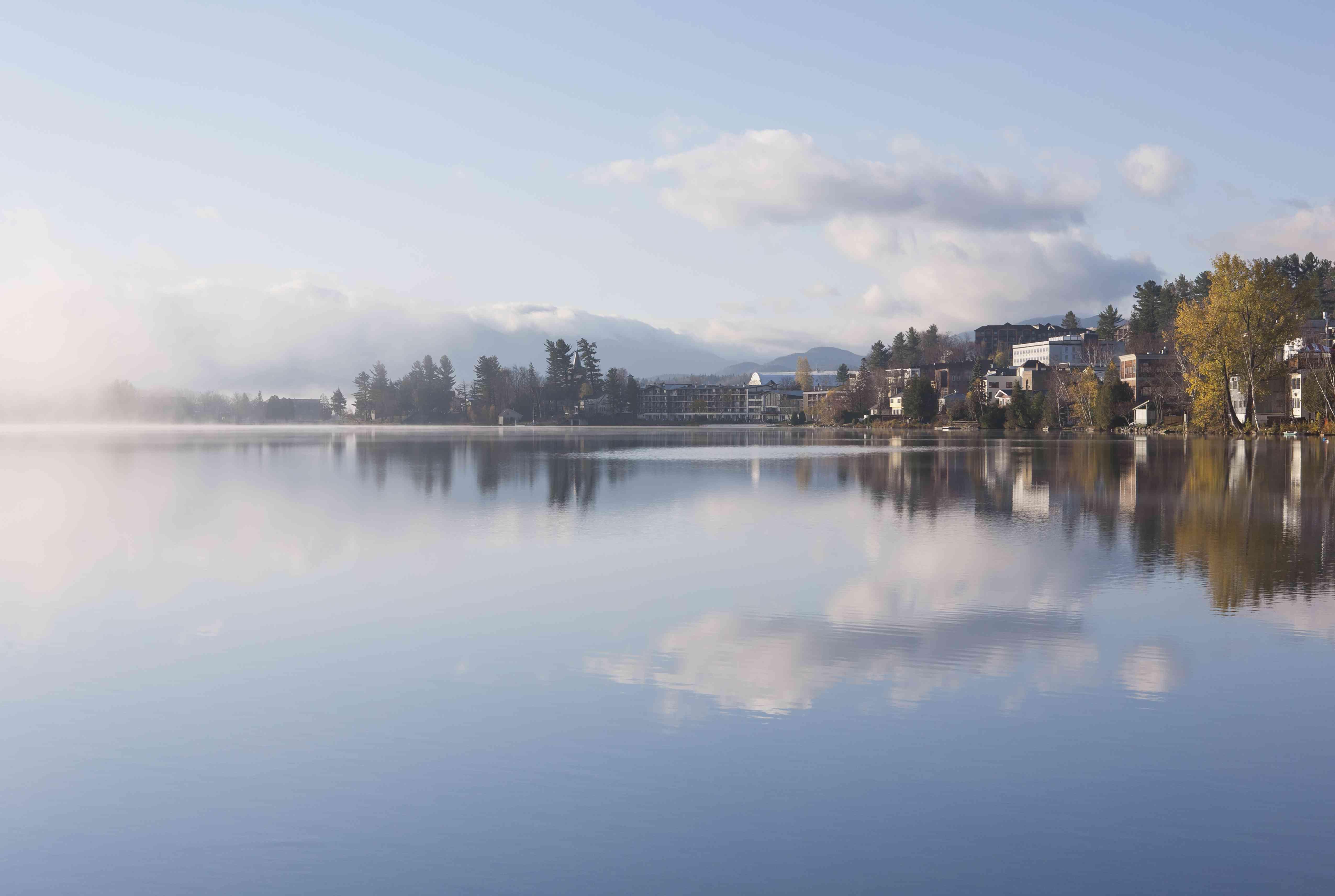 USA, New York, Lake Placid Village, Mirror Lake