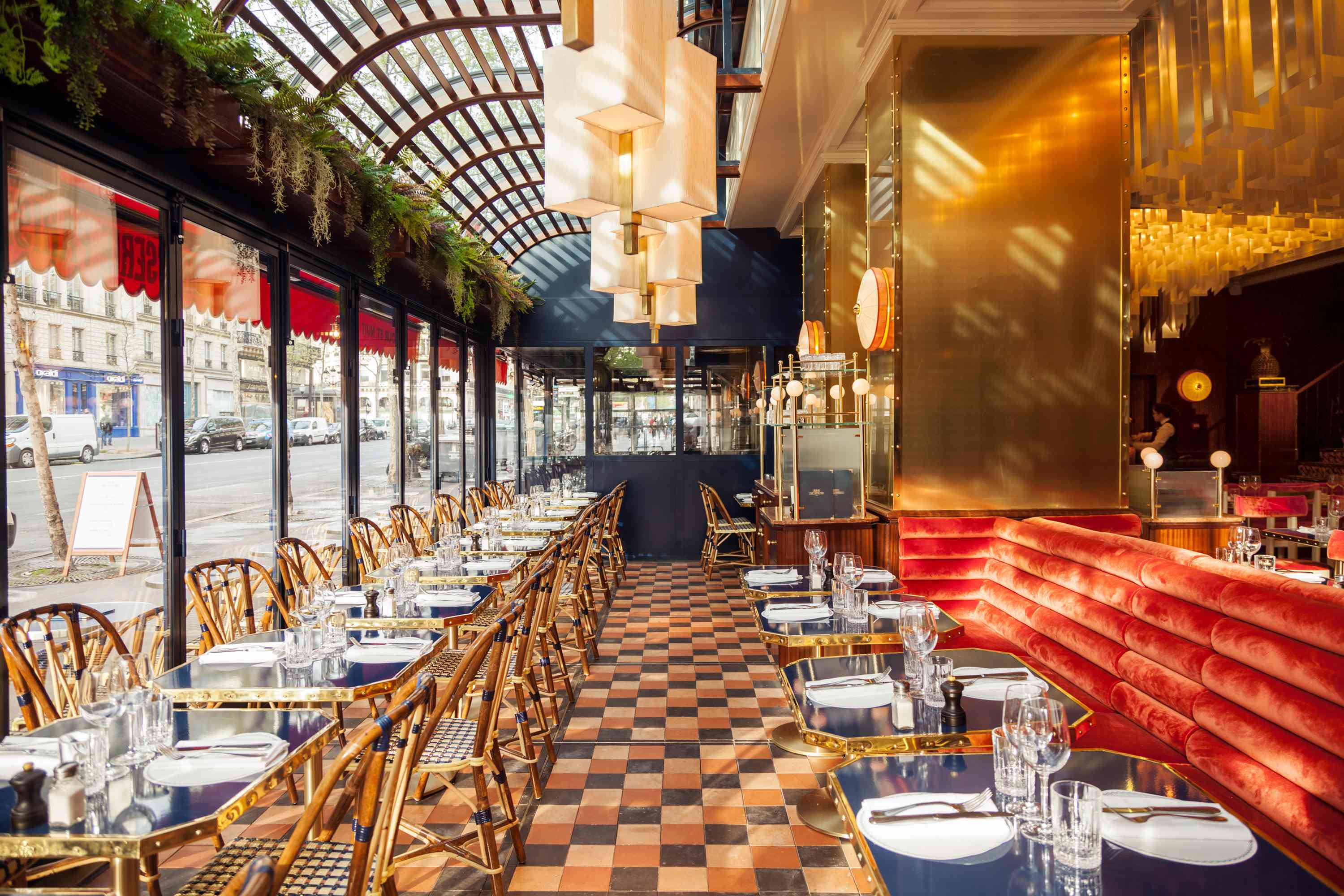 Le Grand Café Capucines, a great place for late-night dining in Paris