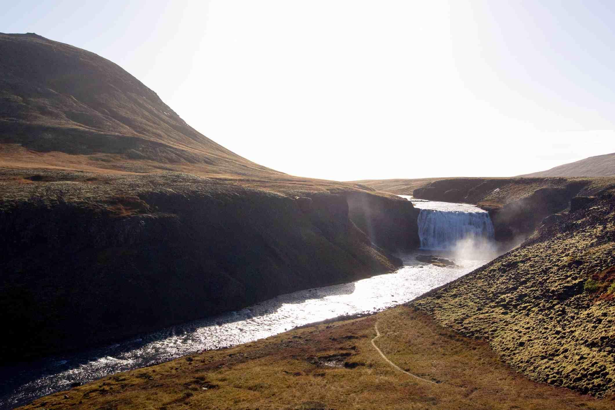 Cascada Þórufoss (Thorufoss) cerca del parque nacional Þingvellir en el río xLaxá í Kjós