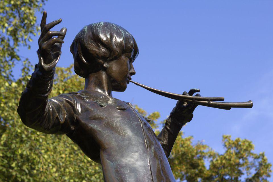 Peter Pan statue