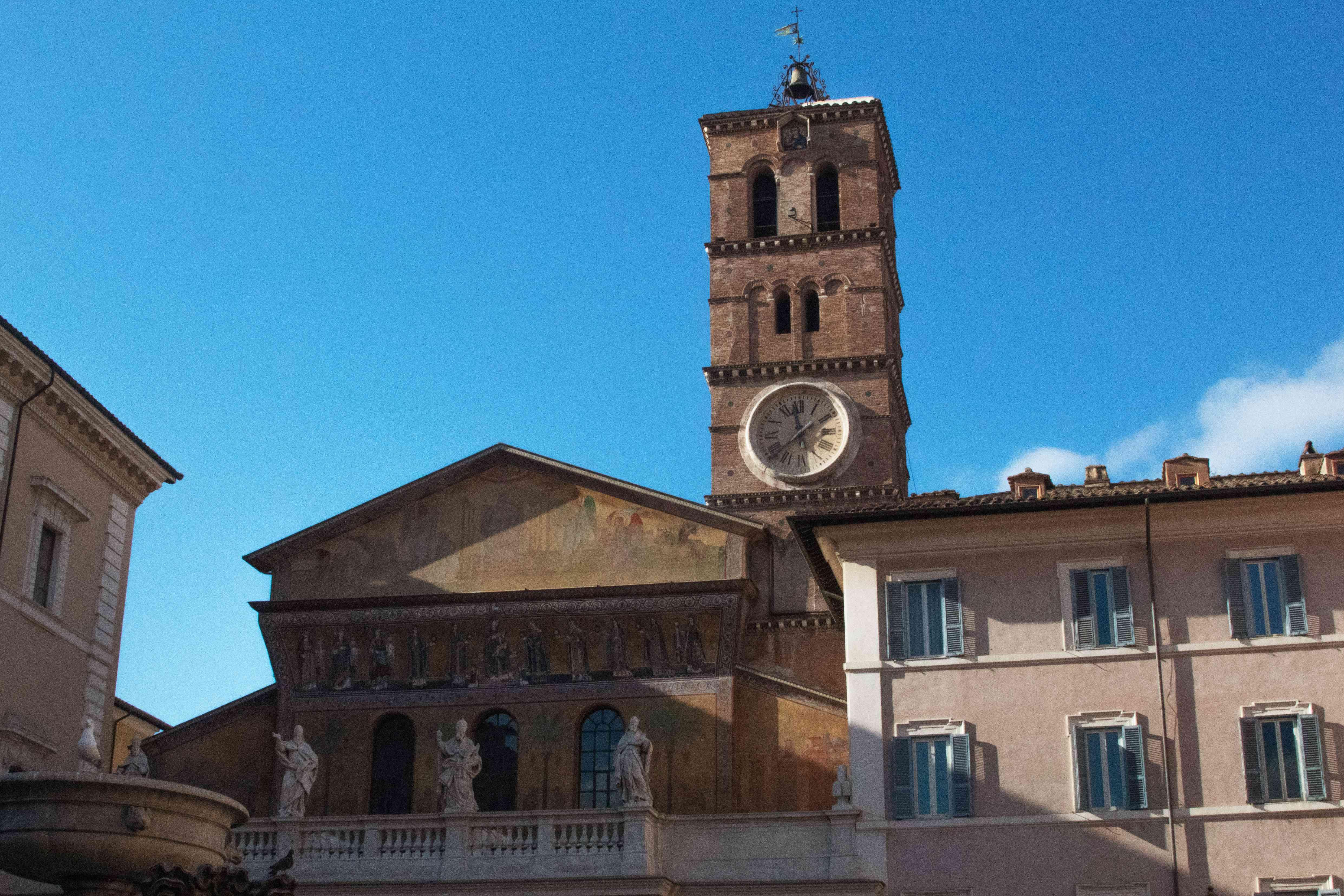 La arquitectura alrededor de la Piazza di Santa Maria in Trastevere