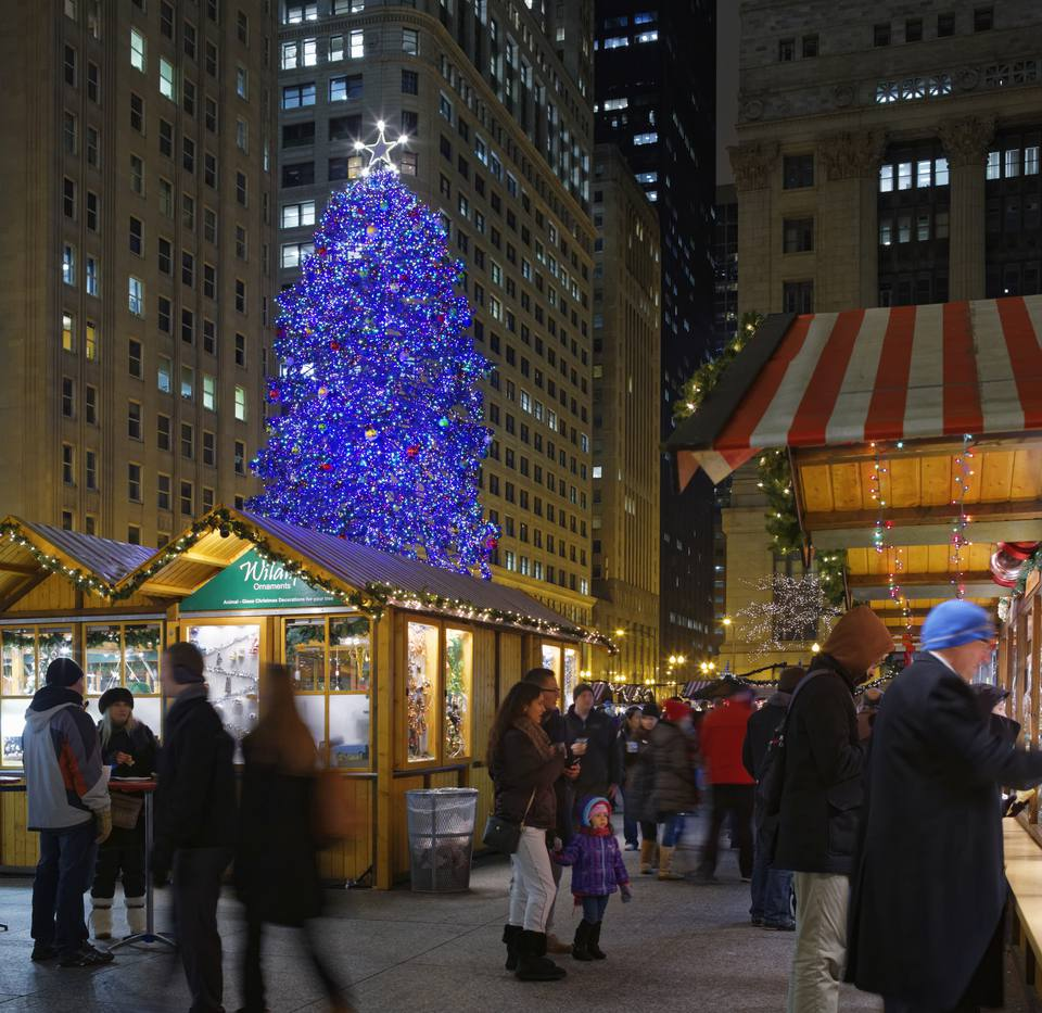 the annual christkindlmarket chicago in daley plaza