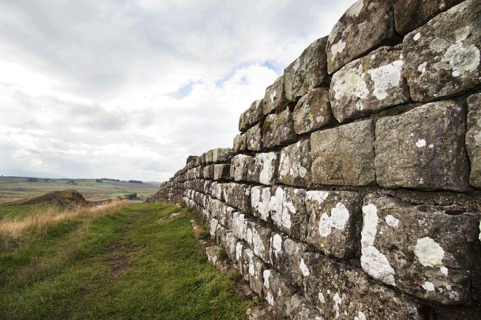 Vista de cerca del muro de Adriano