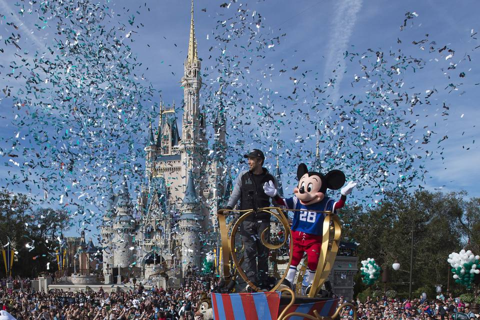 Nick Foles de The Philadelphia Eagles celebra en Walt Disney World